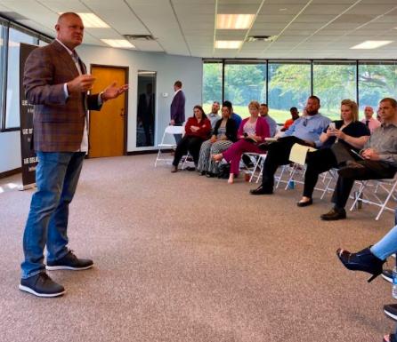 Shawn Meaike teaches a seminar